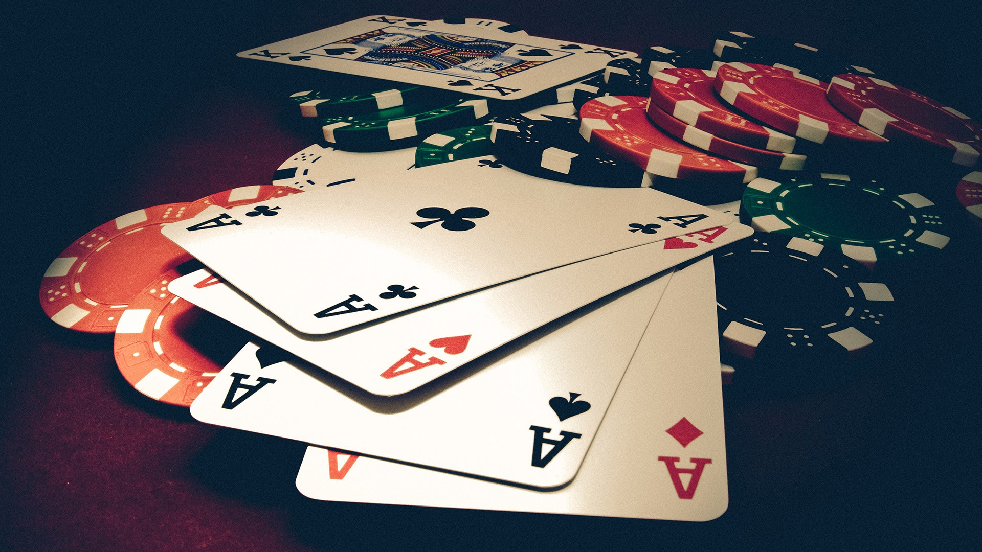 Enjoy the online casino games and earn the rewards points